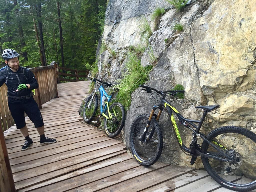 Zum Teil auf Holz, entlang am steilen Hang, war der Trail an der Fernpassstraße schon fast das Highlight des Tages.