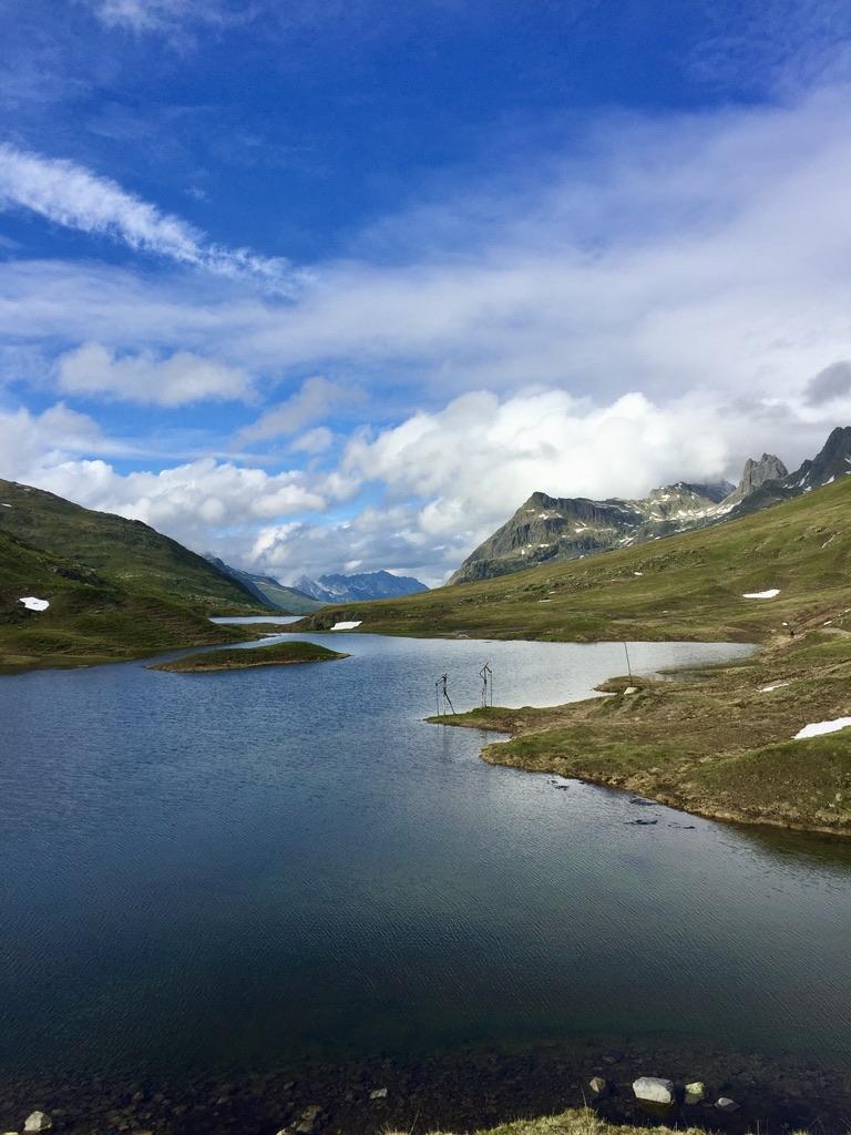 Blick über die Scheidseen in der Nähe der Heilbronner Hütte, durch die auch die Grenze zwischen Tirol und Vorarlberg verläuft