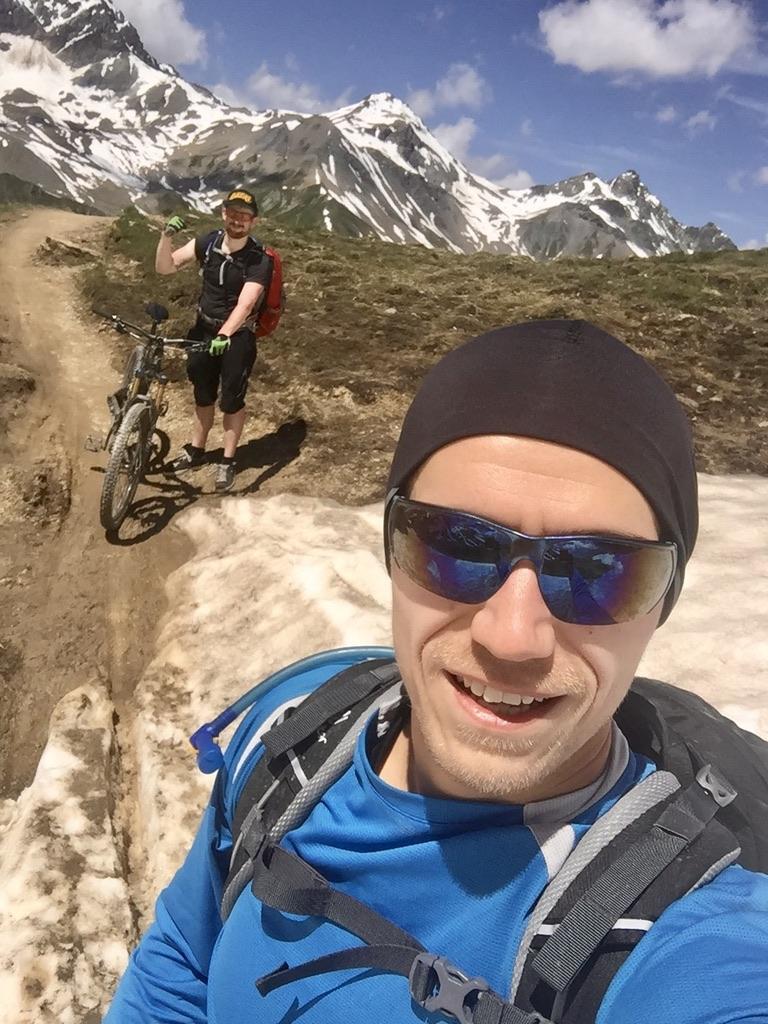 Kurz vor dem Fimberpass stießen wir auf ein kleines Schneefeld - das einzige auf der gesamten Tour